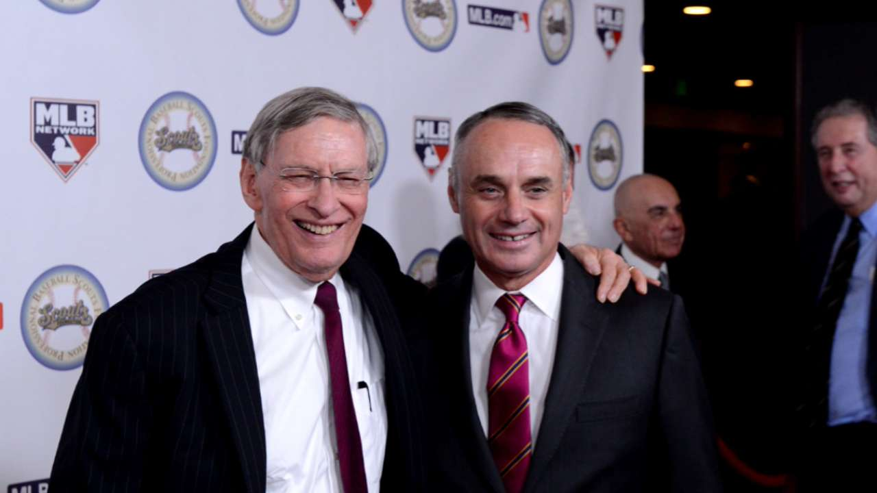 Selig honored, humbled at annual scouts dinner