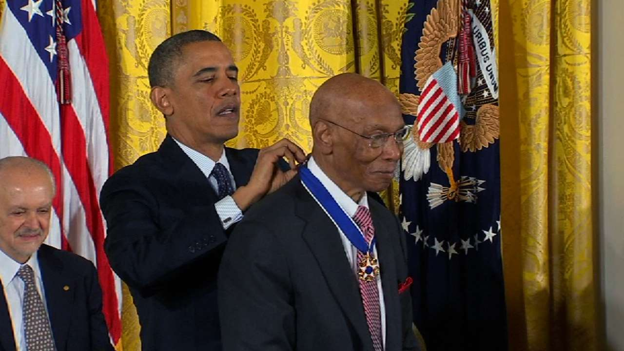 Banks receives Medal of Freedom