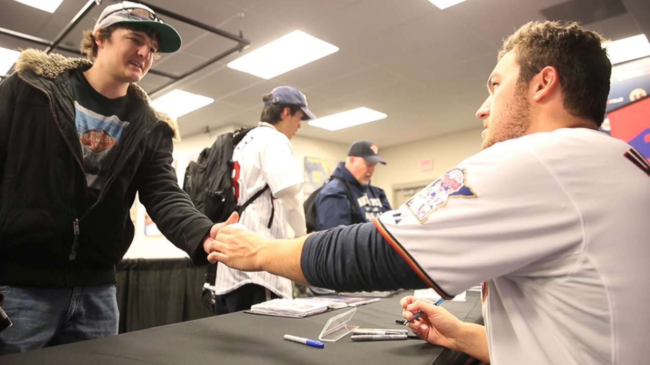 Fans show support, optimism at Target Field TwinsFest