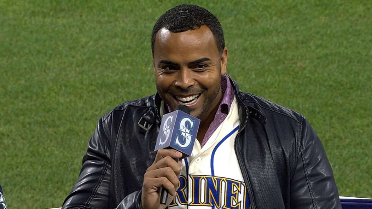 Cruz highlights first day of Mariners FanFest