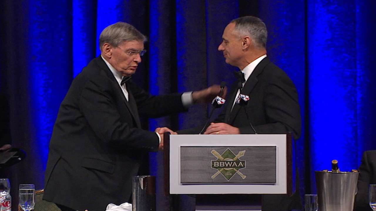 Selig gets sendoff with BBWAA honor