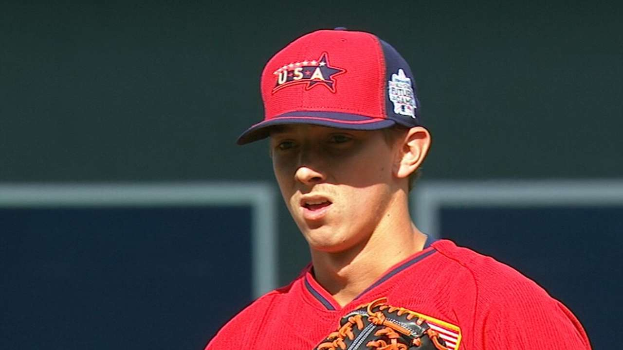 Elbow discomfort shuts down prospect Harvey