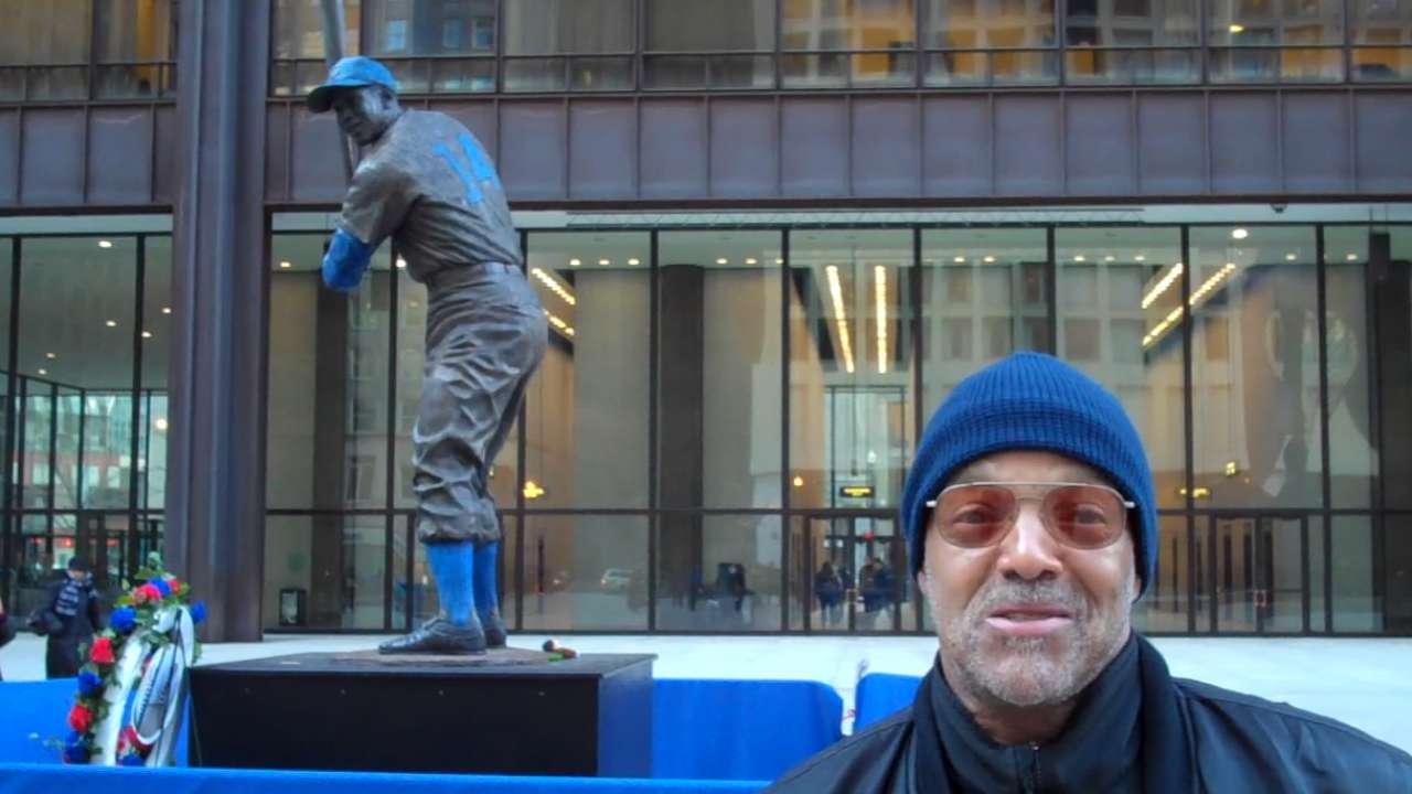 Statue draws Mr. Cub's legion of fans to downtown Chicago