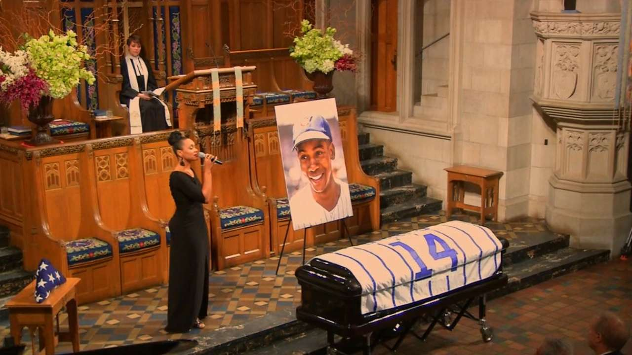 Banks honored during memorial service in Chicago