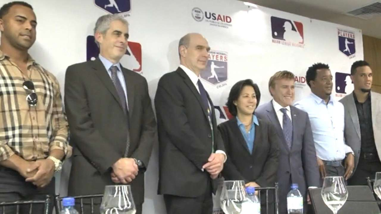 MLB turns focus to education in Dominican Republic