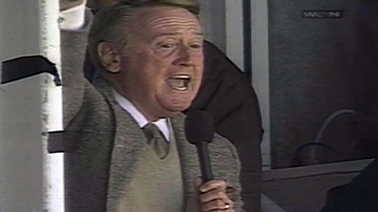 Scully sings at Wrigley