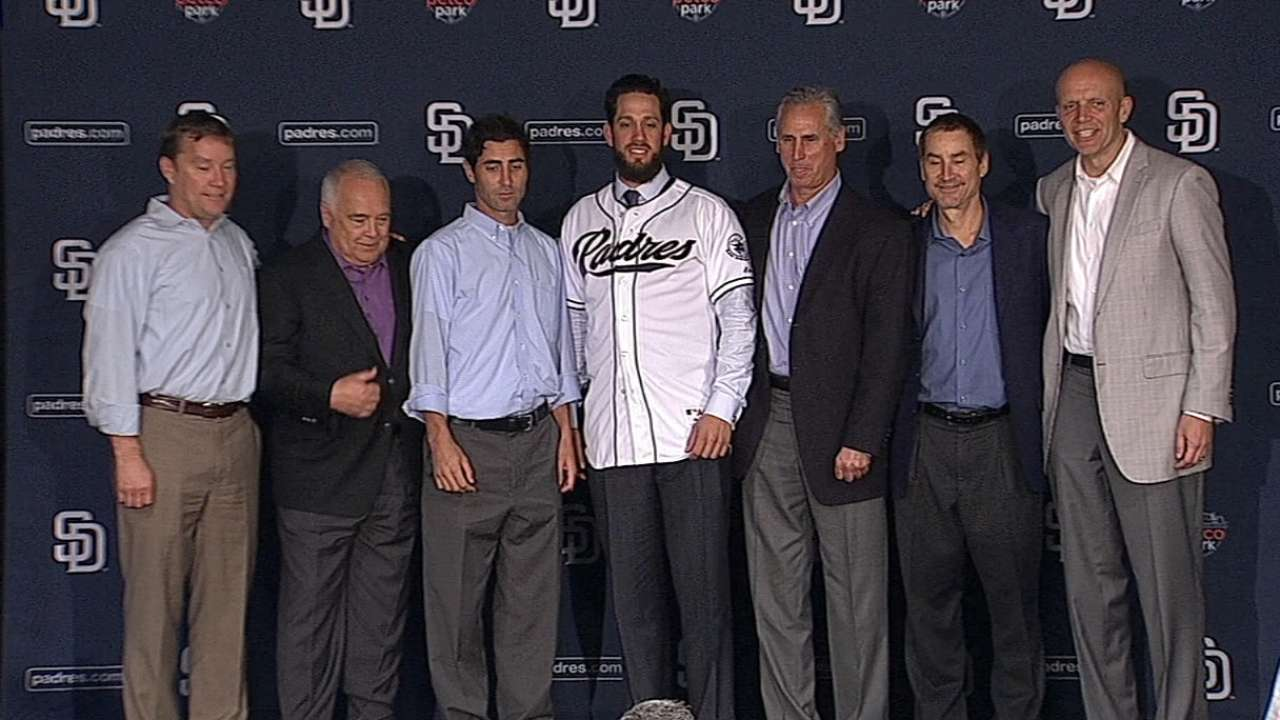 Padres announce 4-year deal with Shields