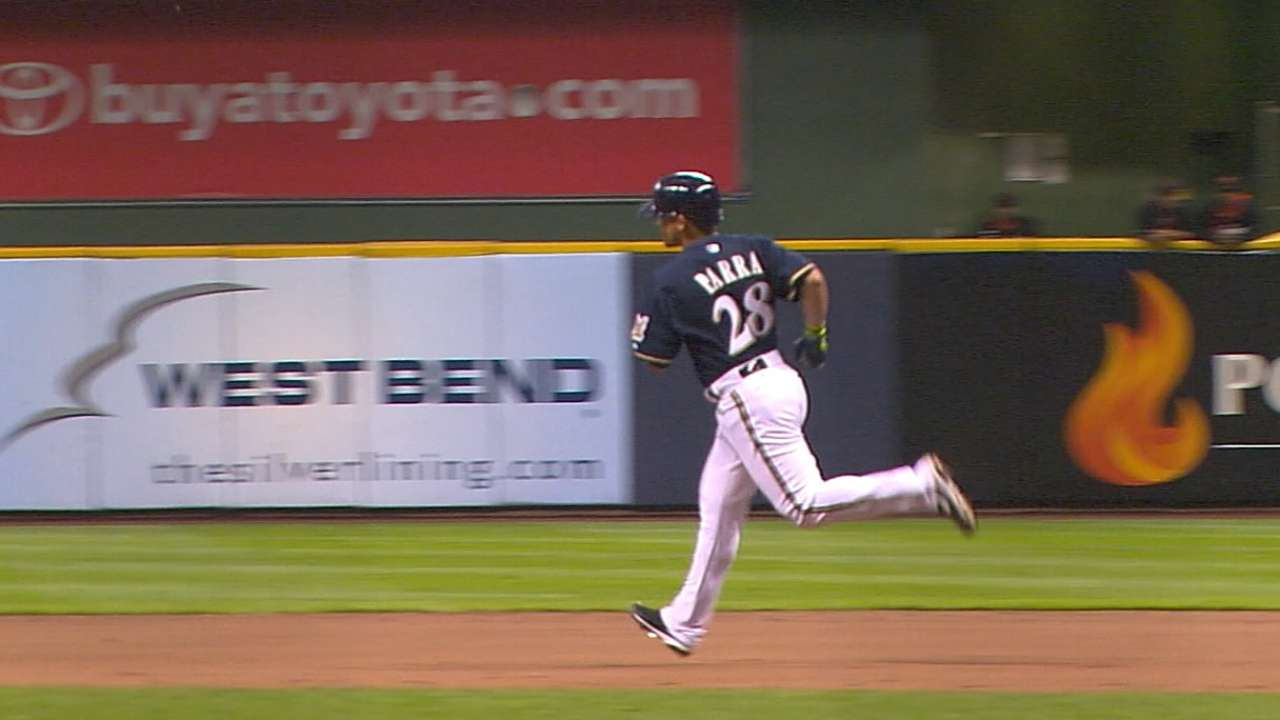 Parra comfortable in first start at first base for Brewers