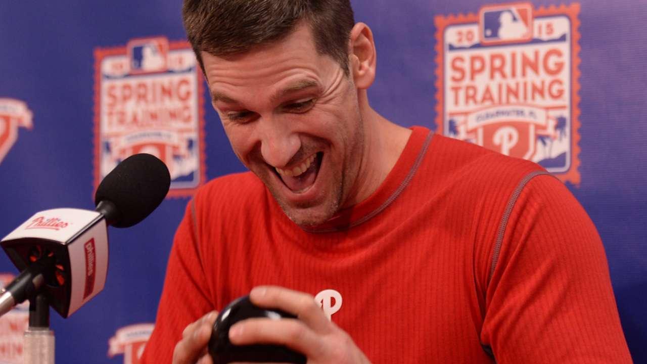 Magic man: Lee seeks winning answers with Phillies