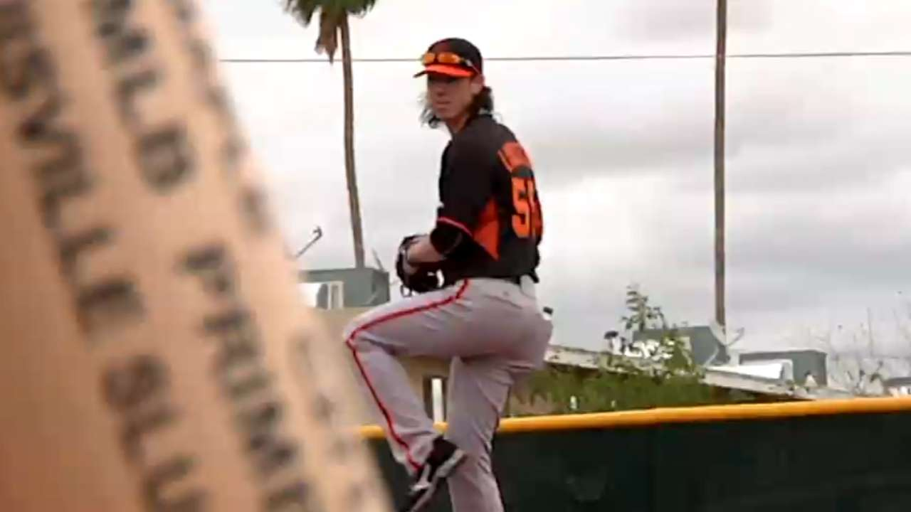 Lincecum showing old form at camp