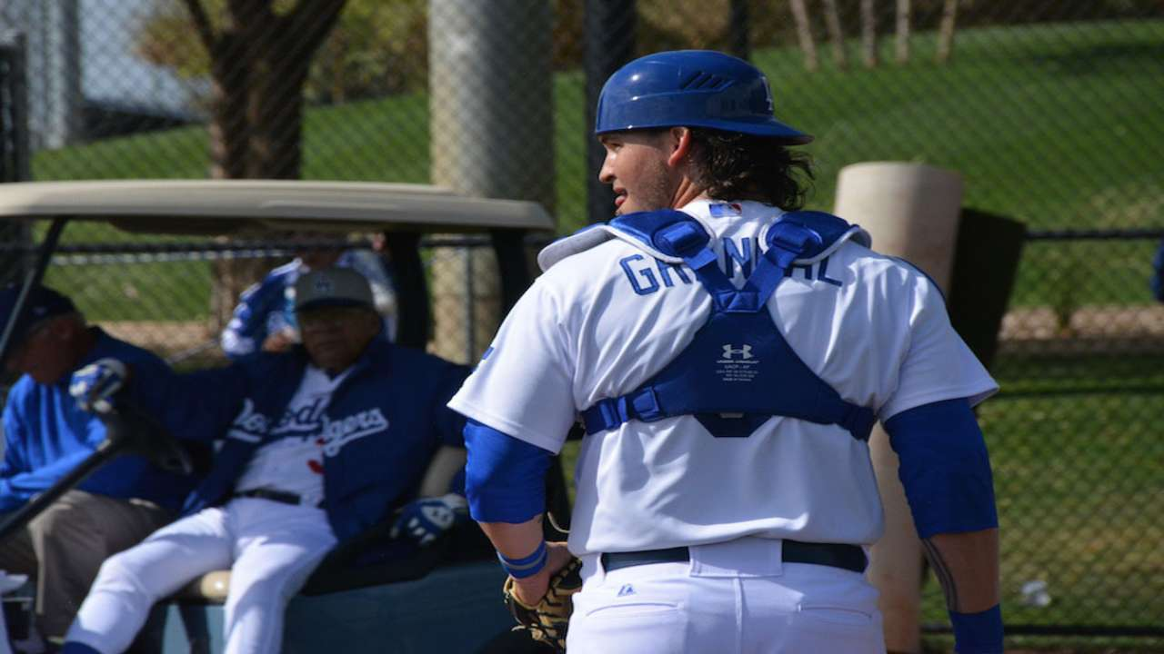 Grandal catching on quickly at Dodgers camp