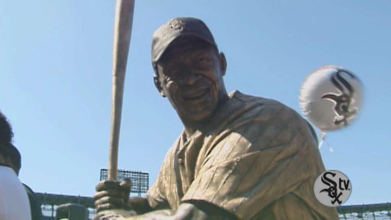 Minoso statue unveiled