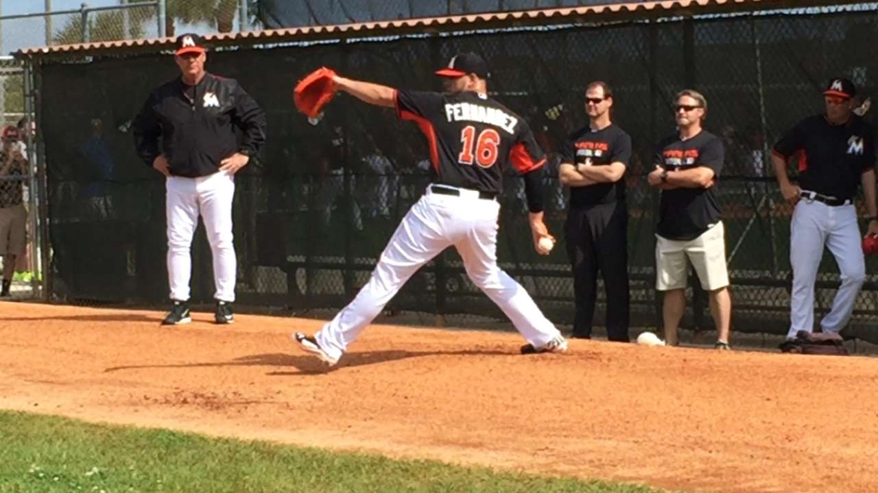 Fernandez throws first session since Tommy John surgery