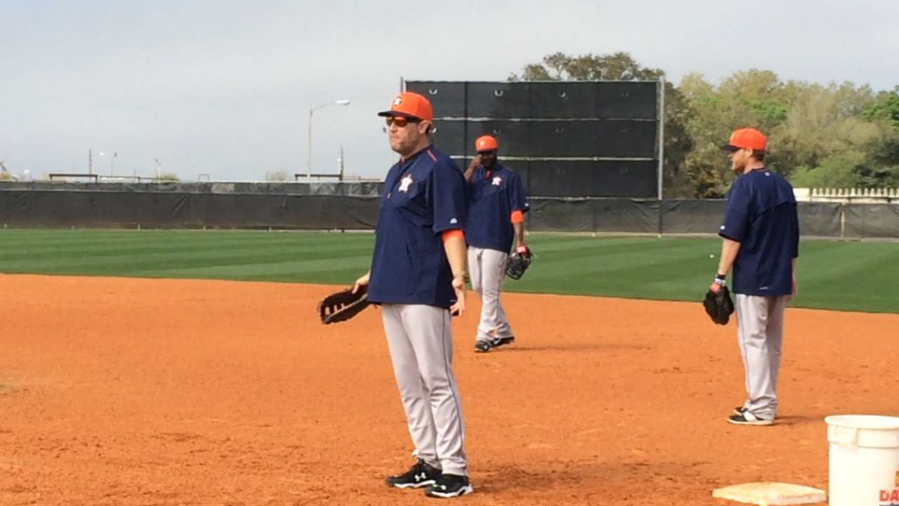 Berkman first of former Astros to lend hand at camp
