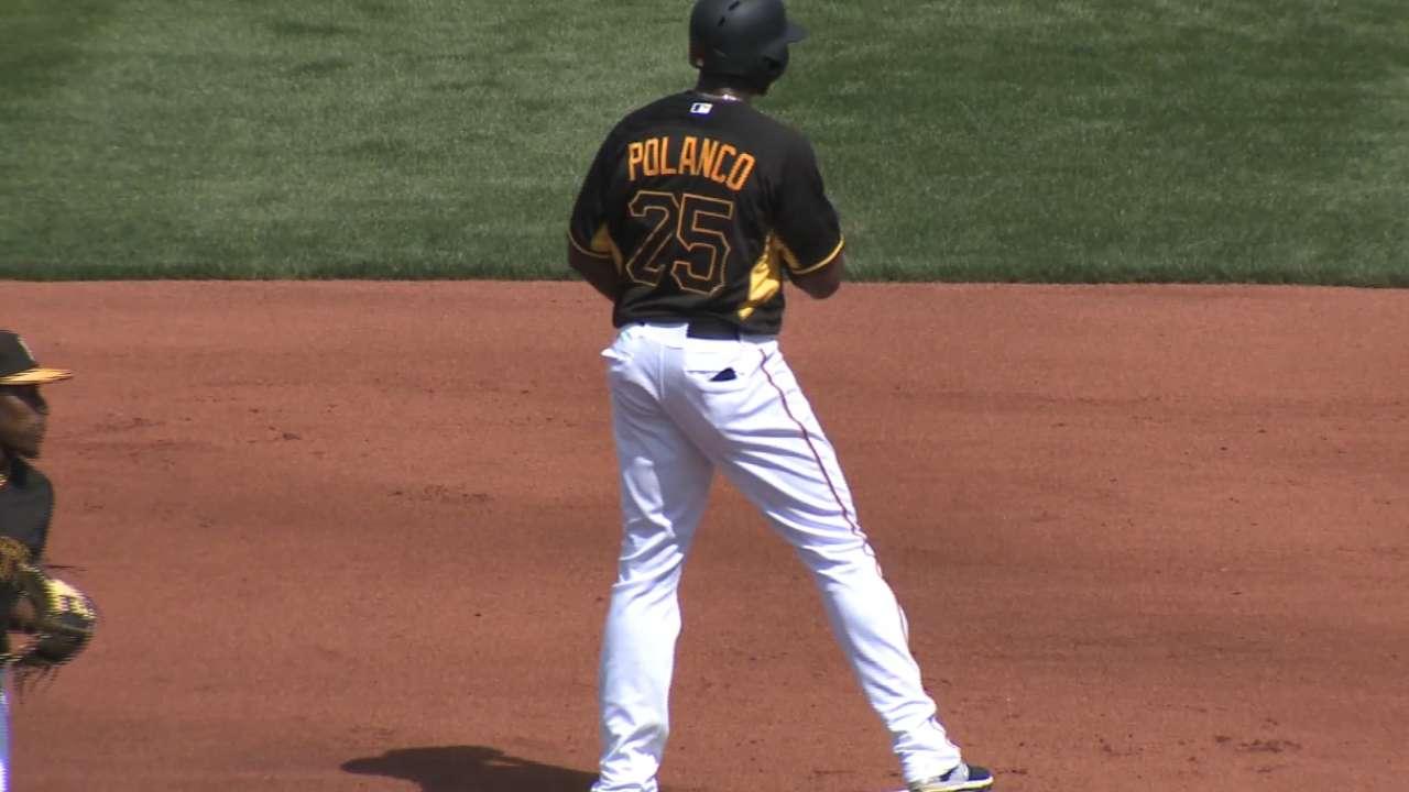 Kang's shortstop debut in intrasquad tilt draws big cheers