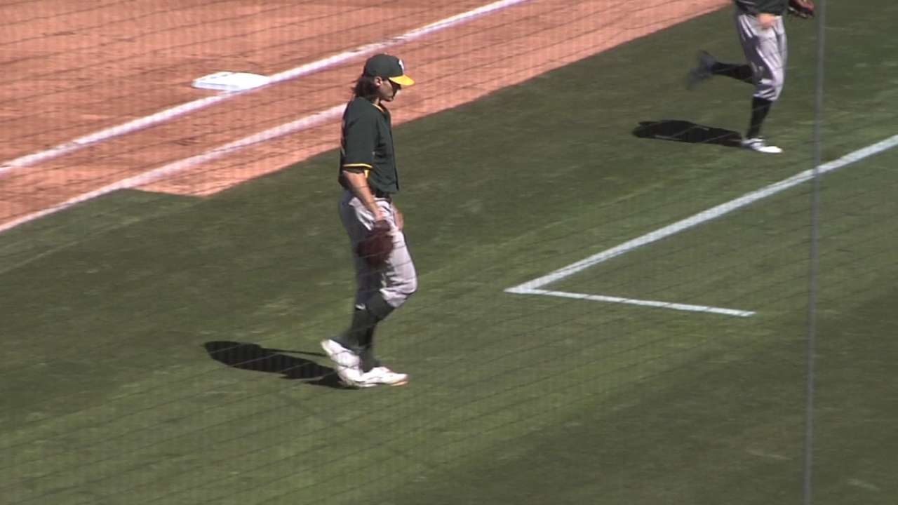 Zito allows homer in A's duel with Cubs