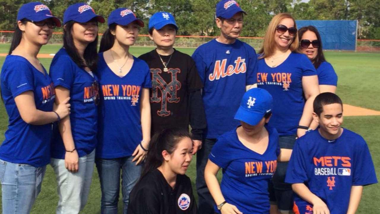 Mets honor slain NYPD officers Ramos, Liu