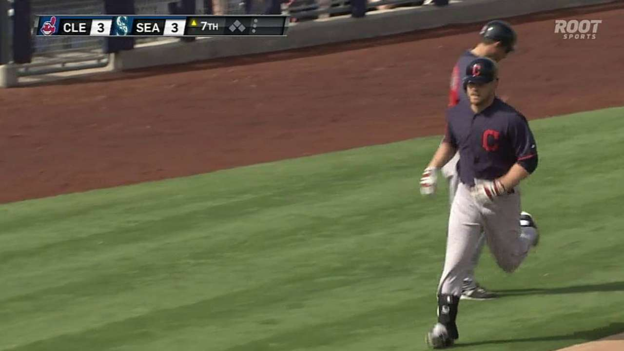 Moss arrives to Indians' lineup with a blast
