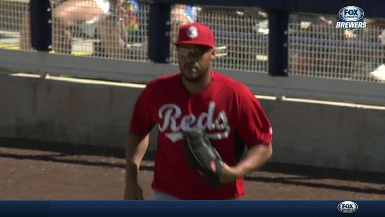 Cueto finishes outing strong as Reds fall to host Brewers