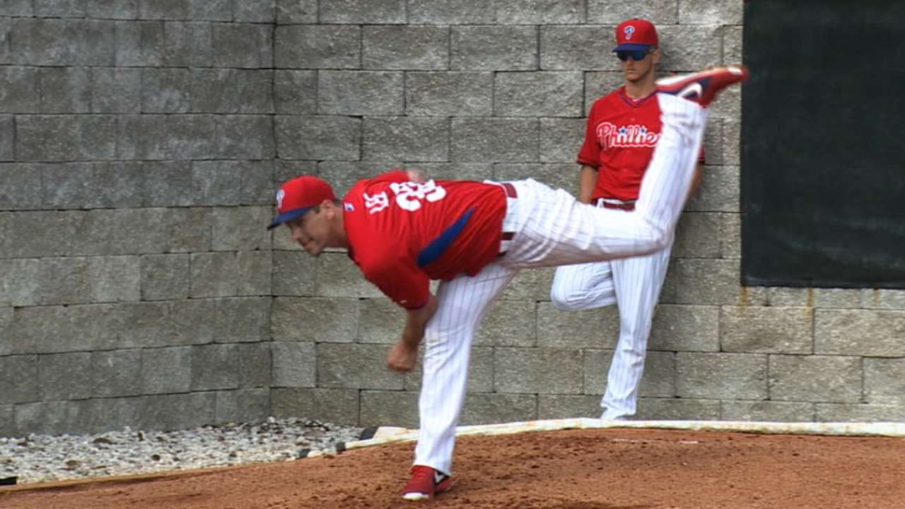 Lee discusses bullpen session