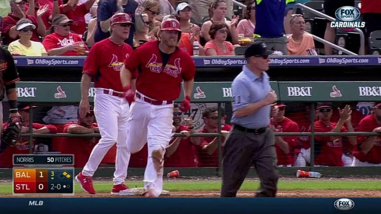 Reynolds' three-run jack