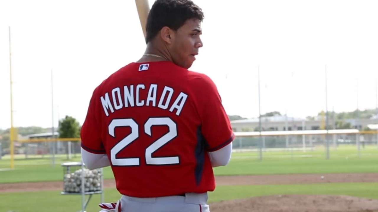Yoan Moncada fue presentado por los Medias Rojas