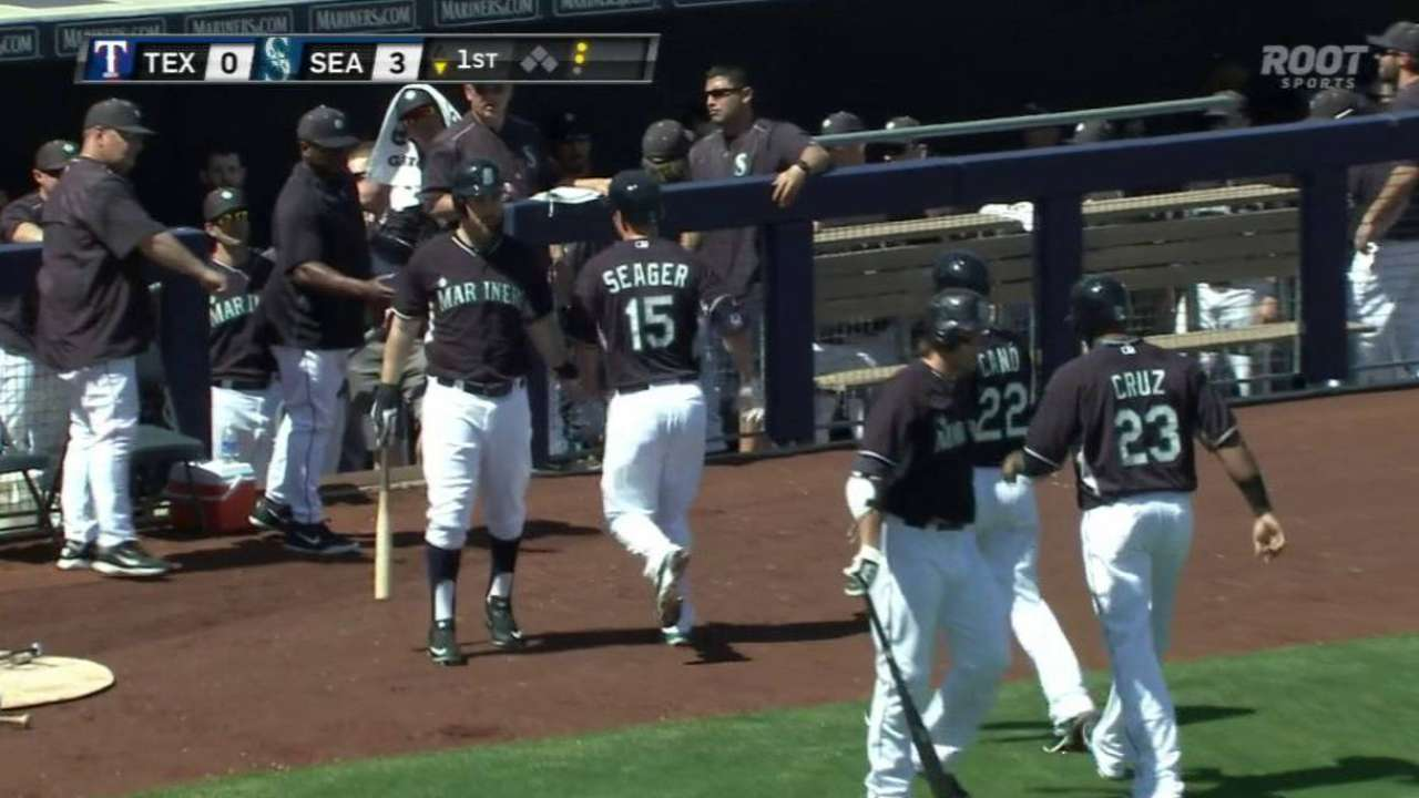 Seager returns to lineup loudly with three-run homer