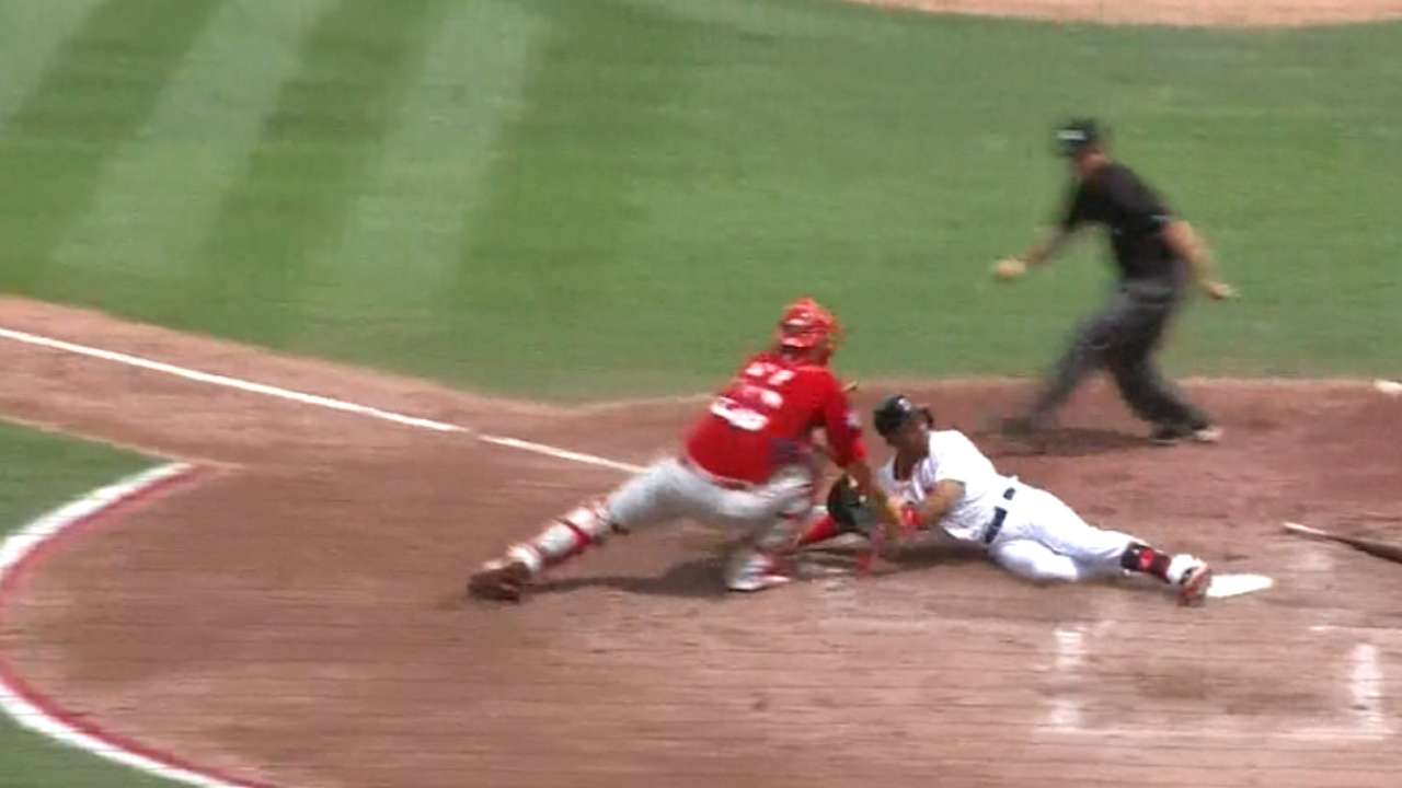 Betts adds to incredible spring with inside-the-park HR