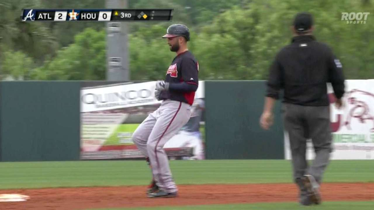 Markakis doubles in debut