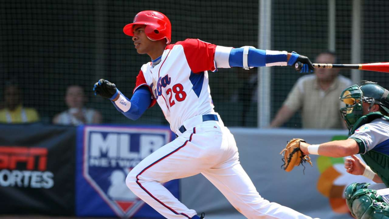 Dodgers land Cuban infielder Olivera for six years
