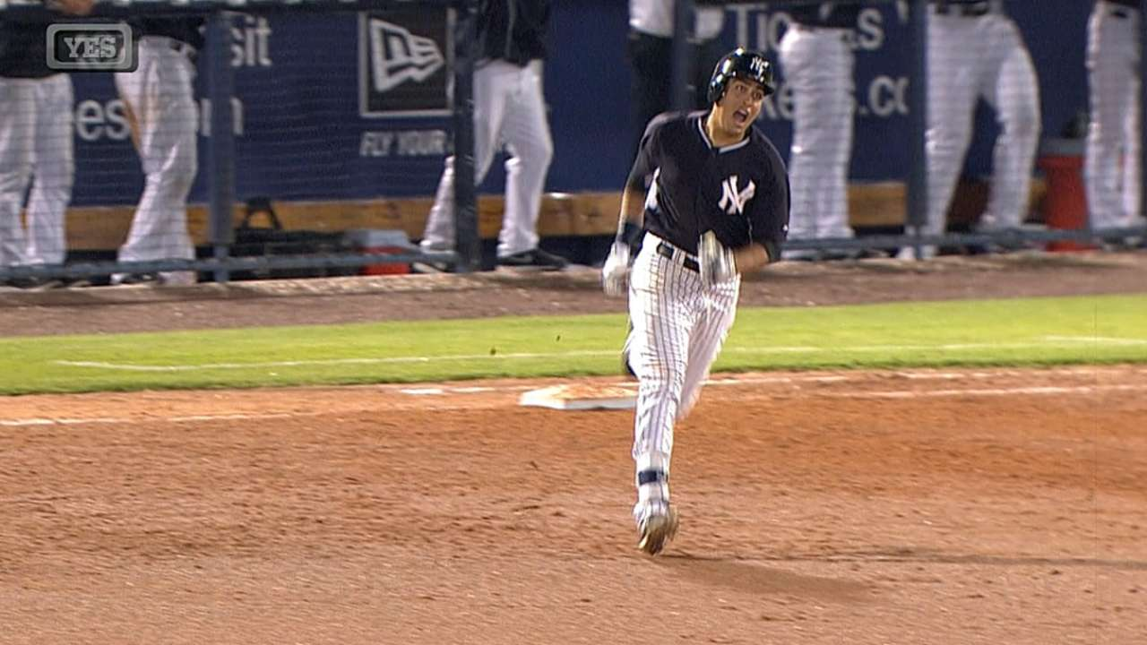 Flores caps Yanks' comeback with walk-off blast