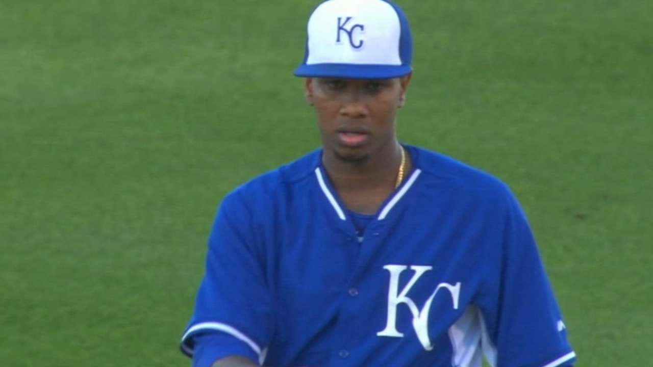 Ventura paces Royals with 7 hitless frames