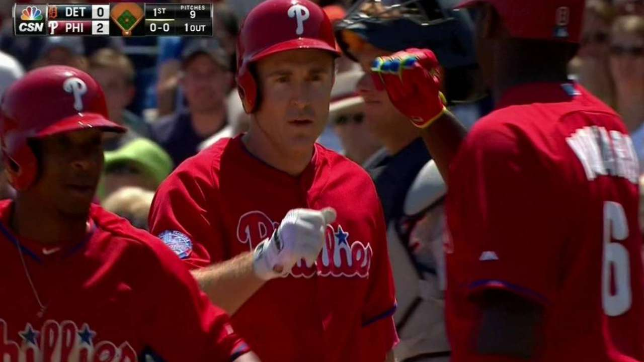 Utley homers twice in tie with Tigers