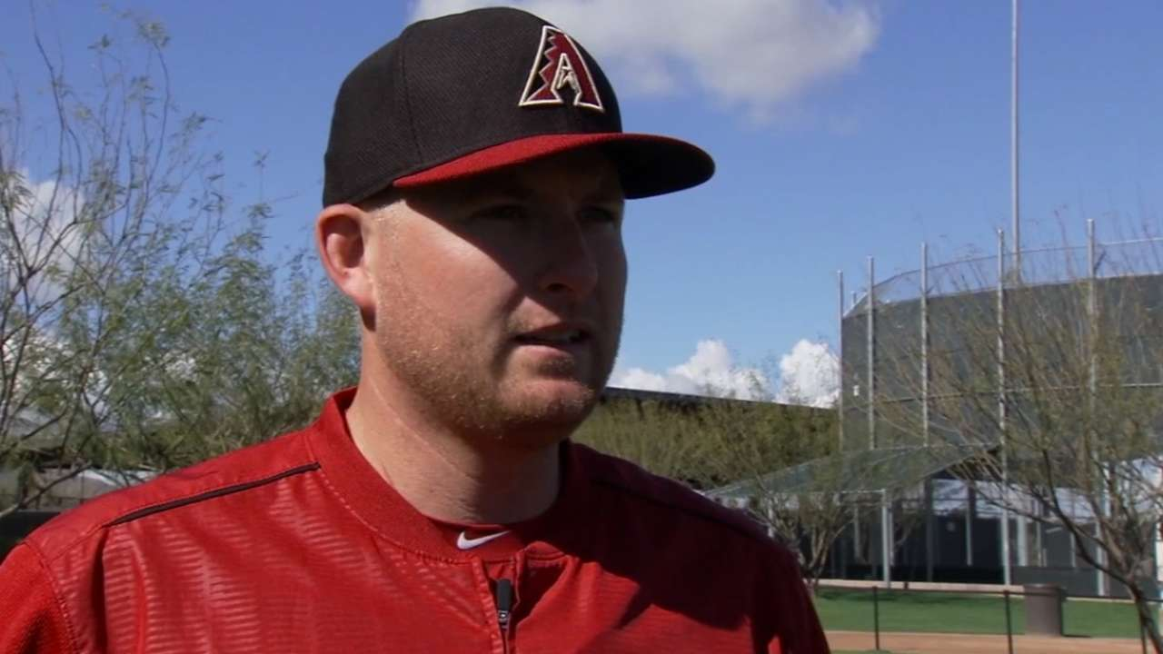 Back on solid footing, Trumbo sets D-backs' path