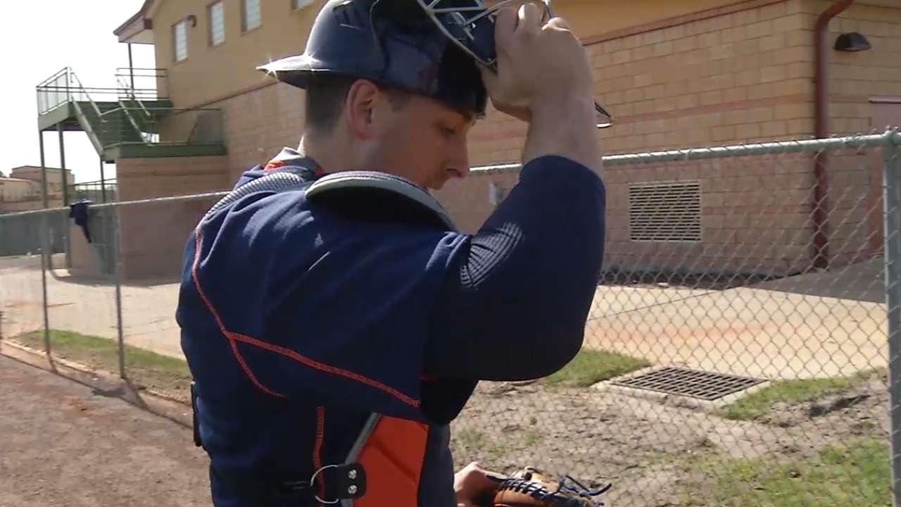 Veteran catcher Castro brimming with optimism for 2015