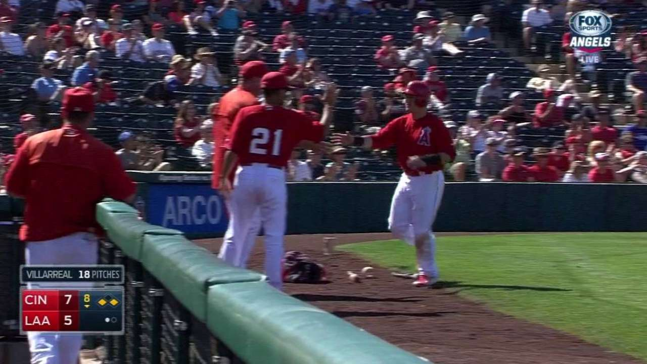In second-base race, signs point to Giavotella