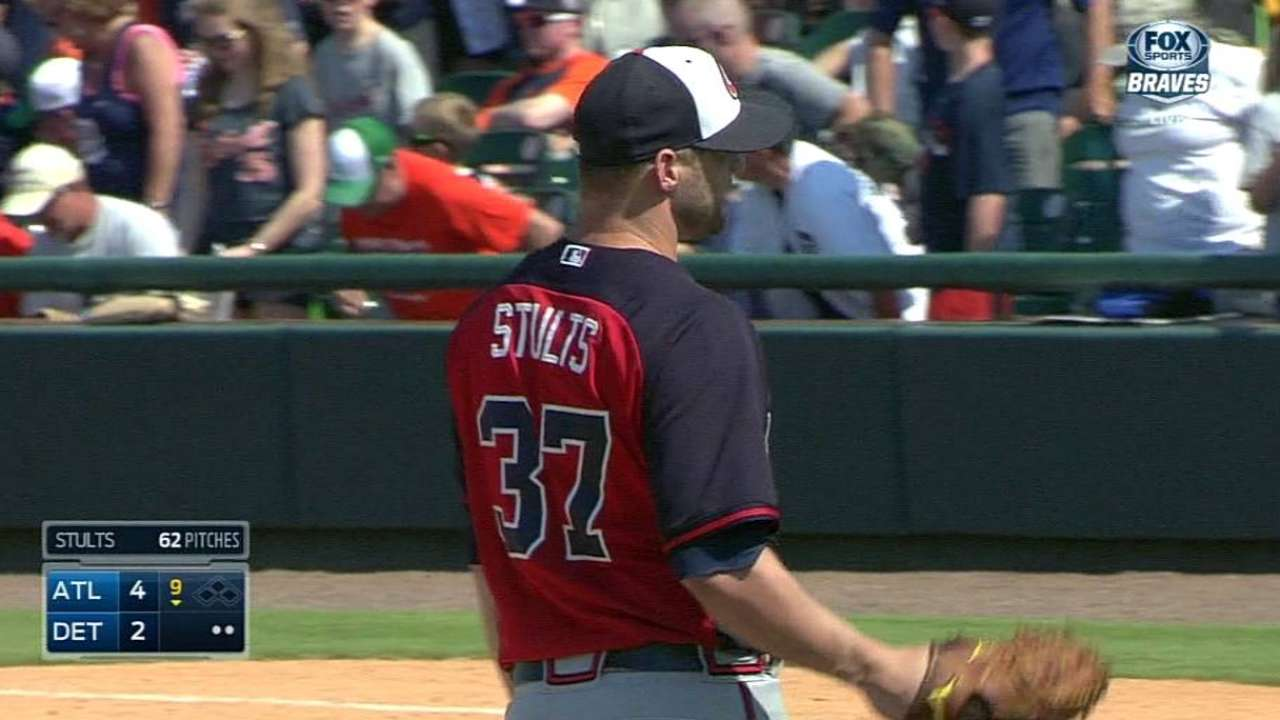 Braves release Wandy, choose Stults for rotation