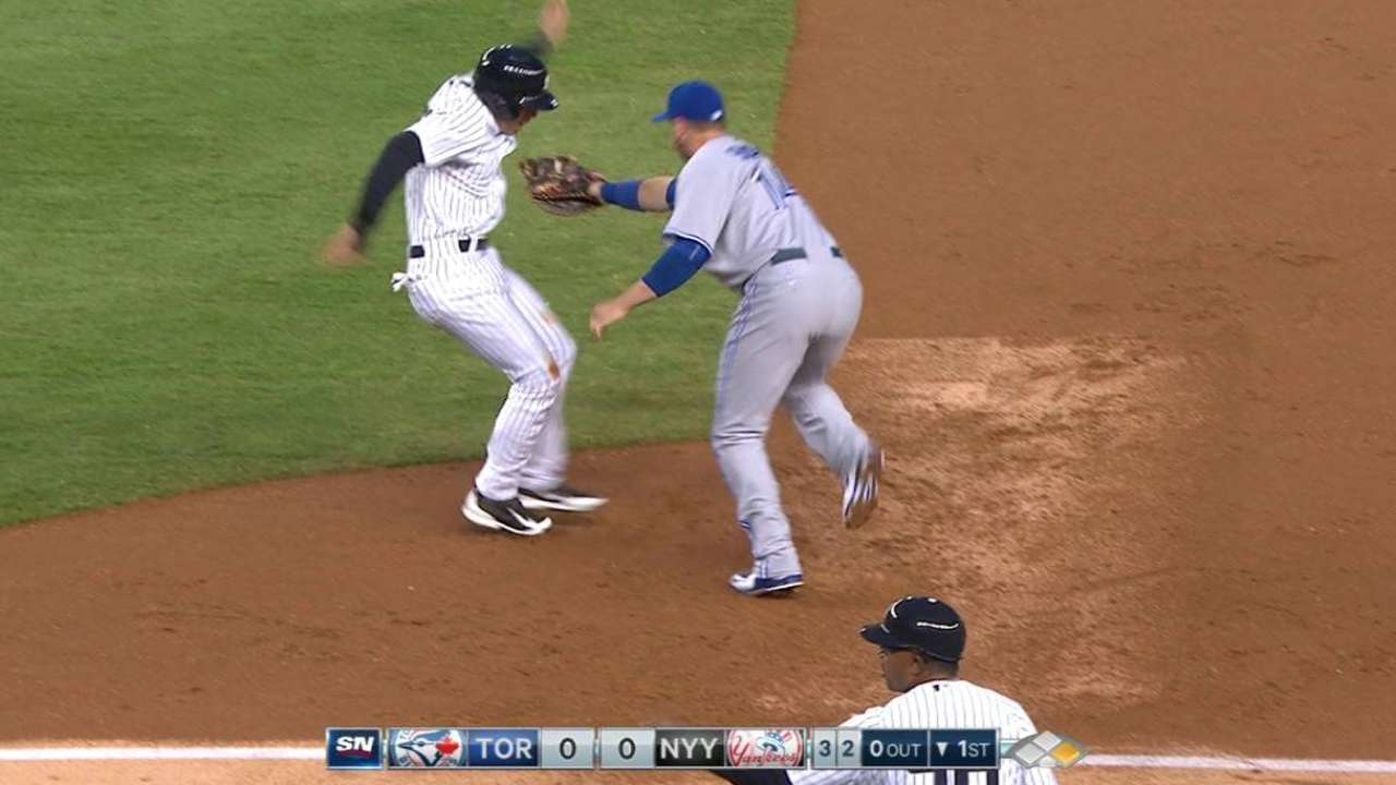 Dickey's 1st-inning pickoff
