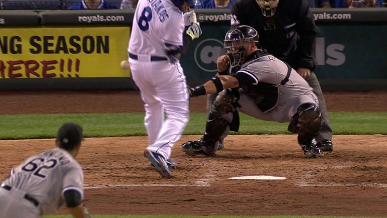 Moustakas hit by Quintana