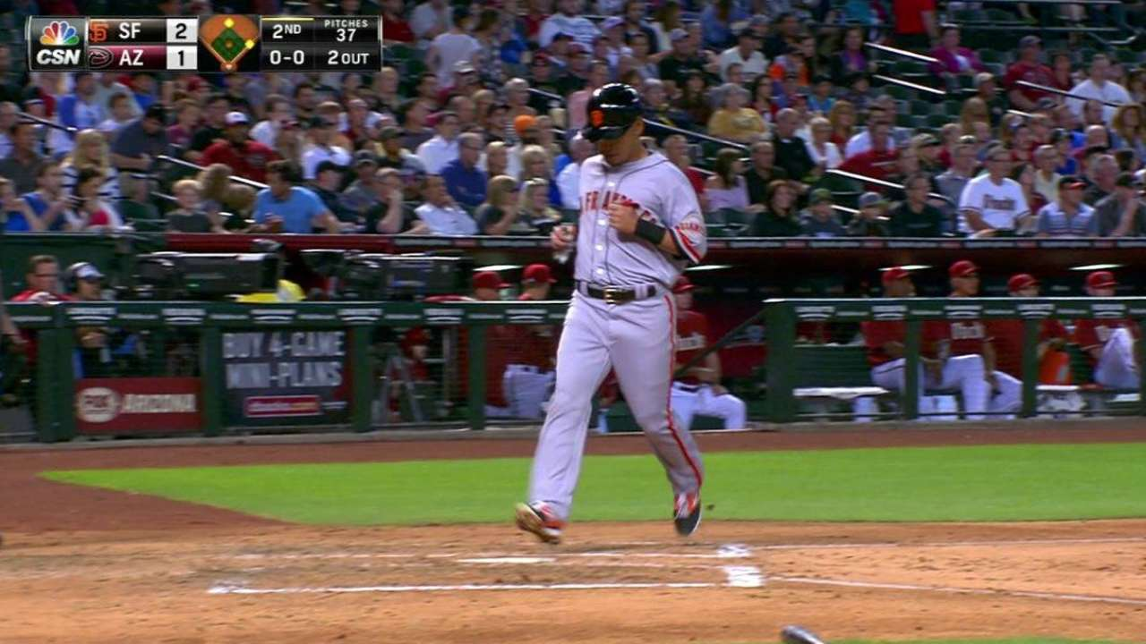 Giants top D-backs to give Heston first win