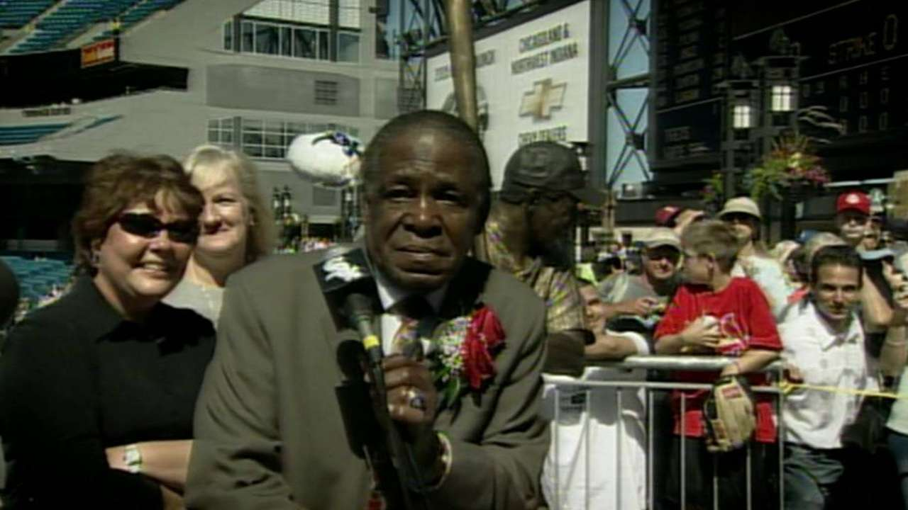 White Sox show tribute to Minoso