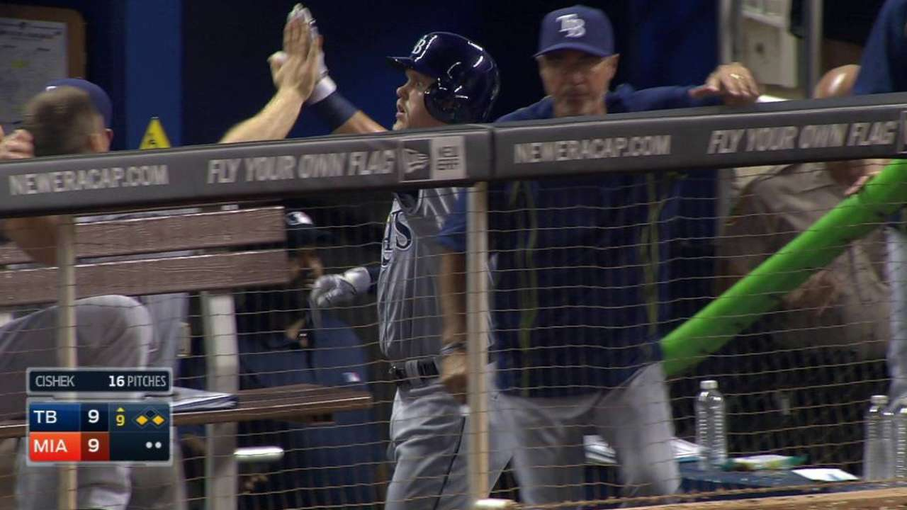 Cabrera's groundout ties game