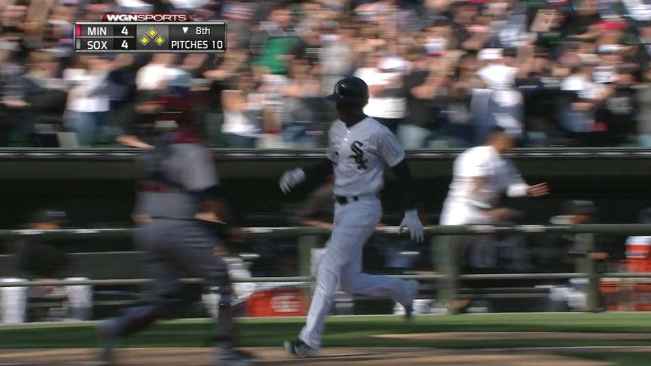 Shuck delivers big hit to give White Sox first win