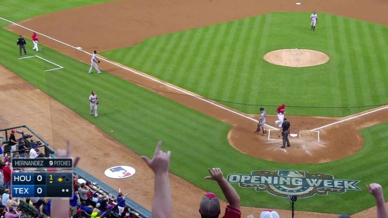Gallardo continues mastery of Astros in Rangers' win
