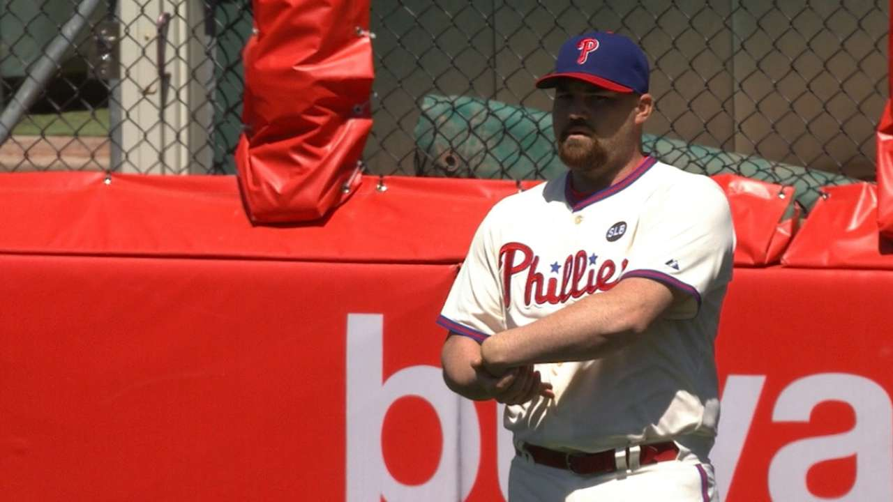 Phillies place O'Sullivan on DL with left knee tendinitis