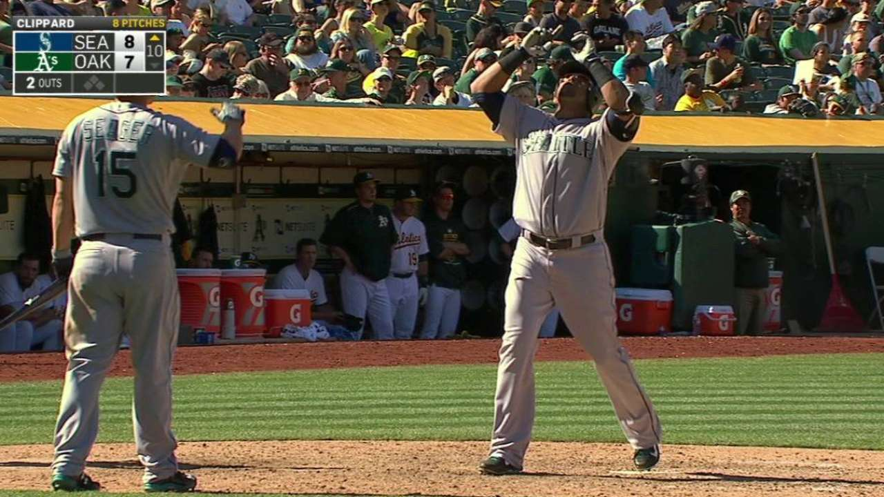 Cruz's homer rescues Mariners in 10th
