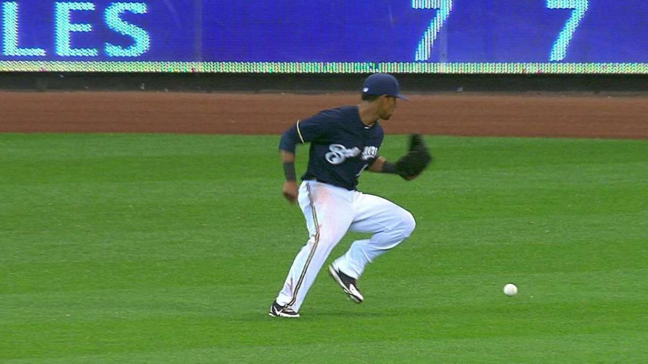 Days after amazing catch, Davis commits uncharacteristic flub