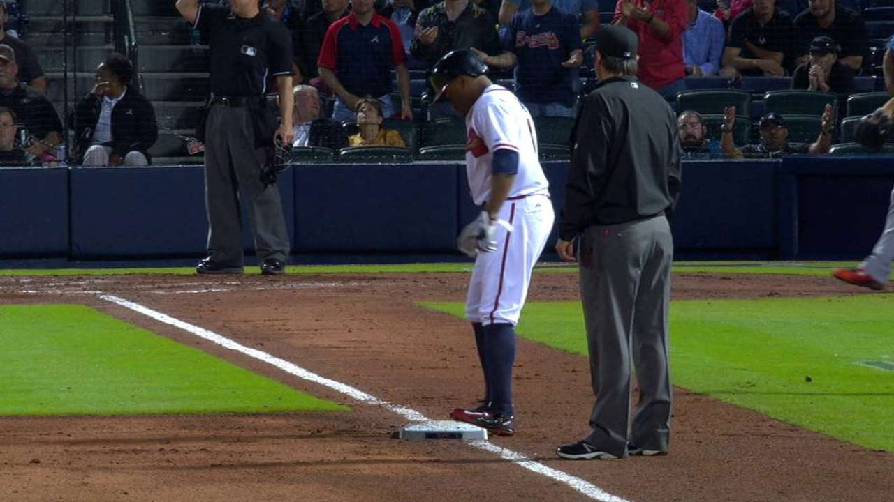 Swingin' in the rain: Braves rally past Fish after delays