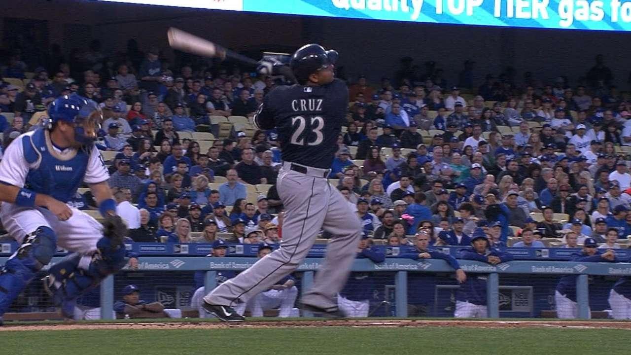 Mariners hit four home runs