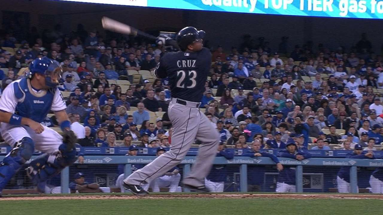 Whoa, Nellie! Cruz's homer streak to 3 games with Nos. 200, 201